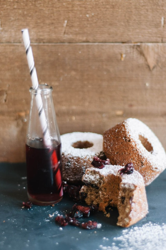 maple sirop and cranberries small cakes