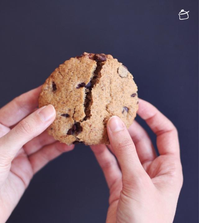 biscotti al farro con banana e cioccolata