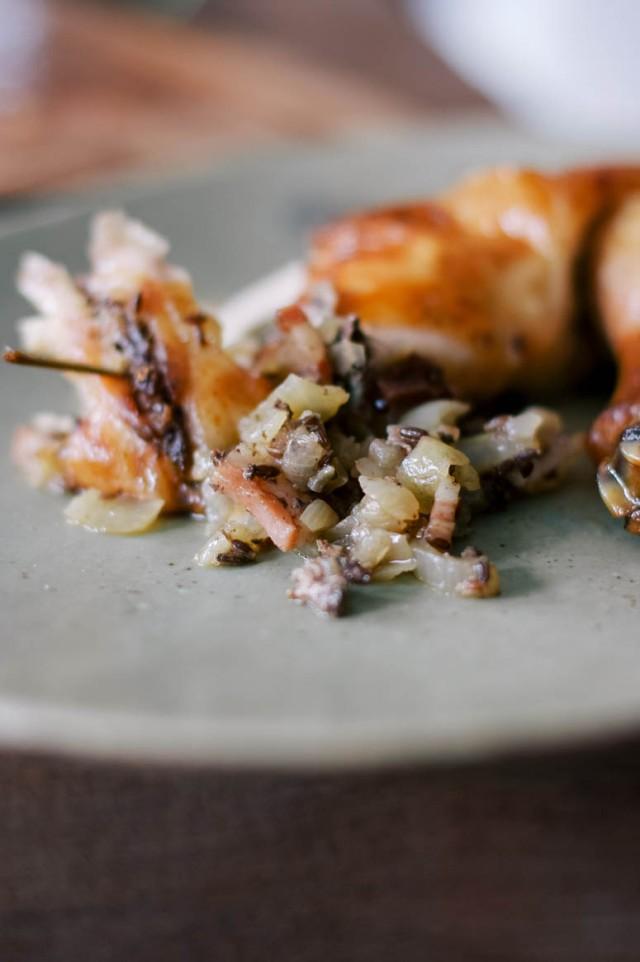 Poulet farci aux oignons et graines de  fenouil
