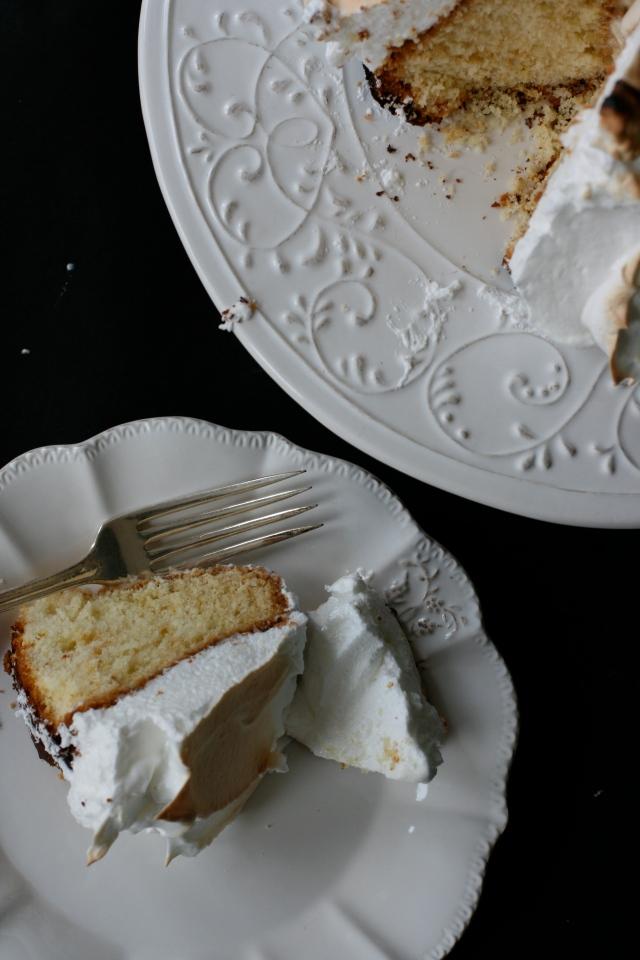 torta al limone con gelato e meringhe