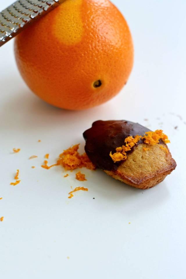 madeleine con farina di mandorle e arancia