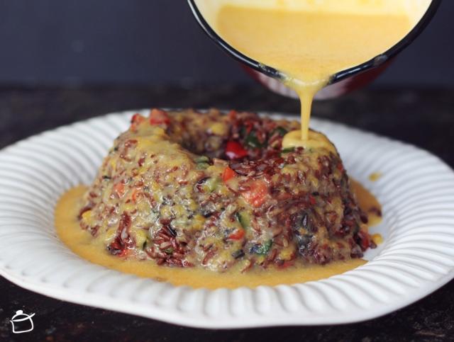corona di riso rosso con verdure
