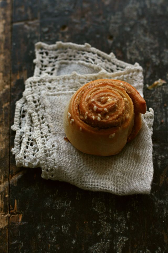 Tahini sweet rolled buns