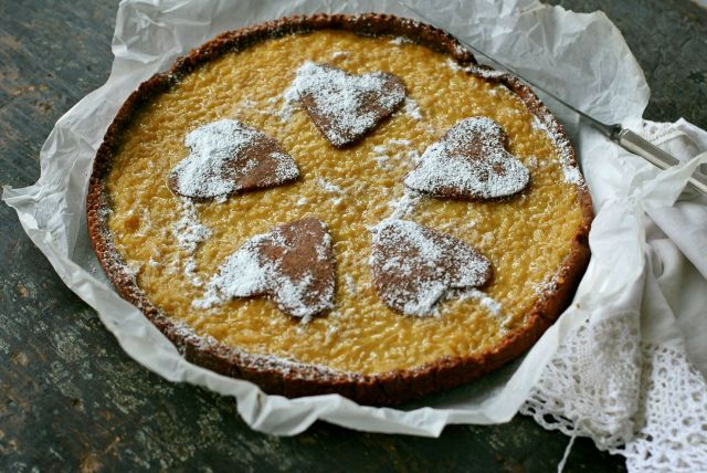 Rice tart with almond chocolate crust