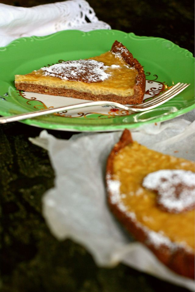 rice tart with almond and chocolate crust