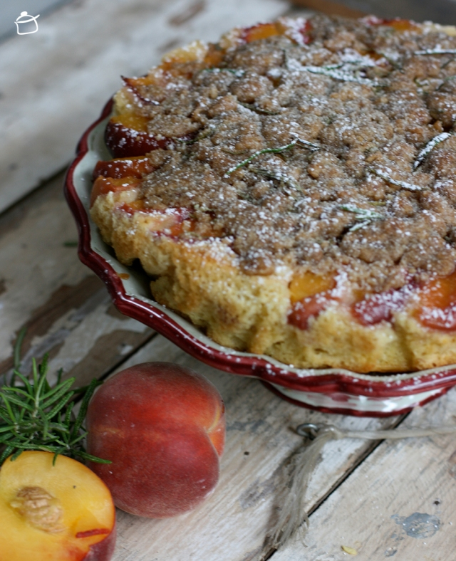 upside-down peach pie with crumble