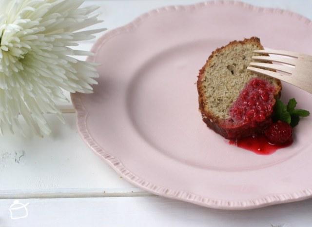 gâteau de sarrasin avec framboises