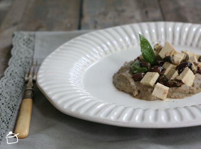 humus di melanzane e insalata di tofu