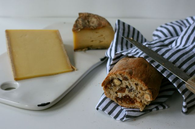 hazelnut and fig bread1